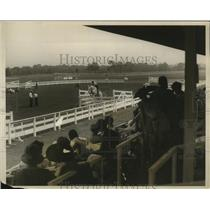1928 Press Photo Bobbie Acker takes Easy Money over jump at Cathedral Horse Show