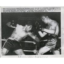 1957 Press Photo Boxer Willie Pastrano throws punches at Dick Richardson