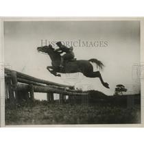 1929 Press Photo Japanese Captain Yoshida in jumping contest in Amsterdam