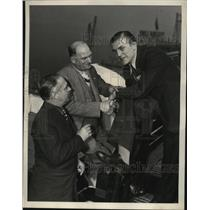 1937 Press Photo Bill Farnsworth, Mike Jacobs, boxer Tommy Farr - nes50480