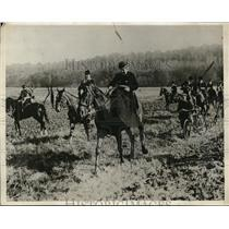 1929 Press Photo Duchess d'Uzes leads the pack at French hunting season