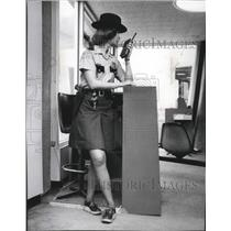1976 Press Photo Spokane International Airport Security Kathy Haggin