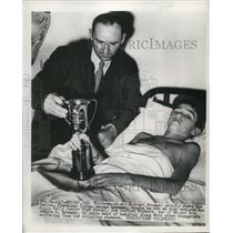 1949 Press Photo Polio child Richard Krueger & Indians player Joe Gordon