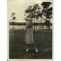 1931 Press Photo Hilda Mae Hall golfing at Chicago National Junior event