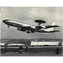 1976 Press Photo Boeing 707 equipped with a special radar and warning device