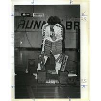 1984 Press Photo John Jacobs hands smash through 10 concrete blocks. - orc15306