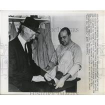 1948 Press Photo Nelson Potter & Connie Mack in Pittsvurgh - net15299