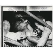 1960 Press Photo Benny Paret vs Don Jordan as ref Charlie Randolph ends bout