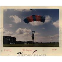 1993 Press Photo Skydiving in Oregon - orb48632
