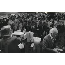1982 Press Photo Jene Choi, Eddie Choi at Spokane International Airport