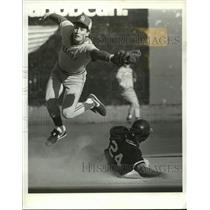 1986 Press Photo Portland State Centerfielder Tom Harms slides into 2nd base.