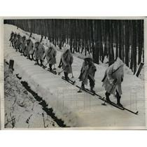 1938 Press Photo Ski-equipped Austrian infantry-men moving up in single file
