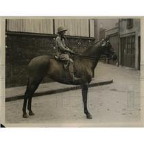 1931 Press Photo Beryl Bonner on riding pony at Royal Agricultural Hall