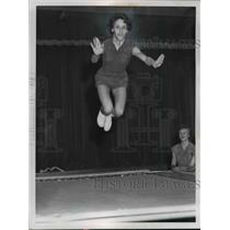 1958 Press Photo Sandra Laf of Cleveland Ohio on a trampoline - net16518