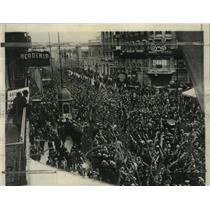 1930 Press Photo Crowd at Avenida Callao to watch march of Argentine rebels