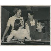 1956 Press Photo Spelling bee Mary Beck Nancy Noren
