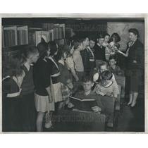 1947 Press Photo Spelling Bee Wayne Derby School