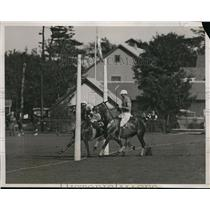 1934 Press Photo Mike Phipps of East in polo action vs West in NY - net17368