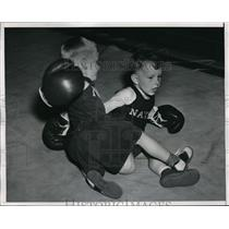 1947 Press Photo David Warner vs Sam Fletcher in child boxing - net17411