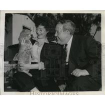 1945 Press Photo Charles Laughton and Elsa Lanchester in Santa Monica, CA