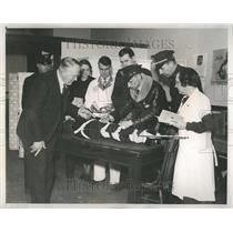 1935 Press Photo American Red Cross save motorist - RRR44073