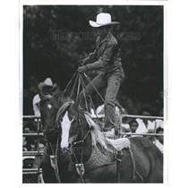 1990 Press Photo Chris Latting Stand Two Horses Rodeo - RRR45009