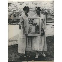 1923 Press Photo Two Women World War I Poster