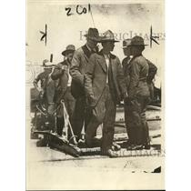 1917 Press Photo Arrested Men Come Ashore at San Diego From Slacked Slings