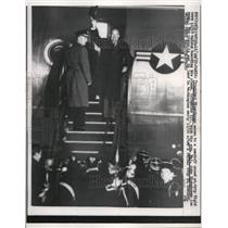 1957 Press Photo President and Son Wave to Crowd Before Boarding Columbine III