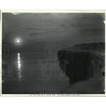 1912 Press Photo Sunset over ice point on lake shore, Milwaukee, c 1912