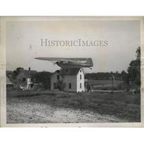 1945 Press Photo Pilot De Silvio Taking Off in Plane from Backyard, Family Waves