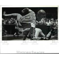 1989 Press Photo Sam Sosa of Texas Safe Flipping over Joel Skinner of Indians