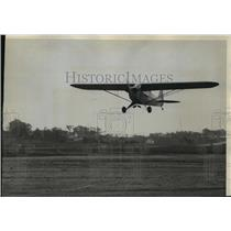 1940 Press Photo A student lifts his plane from the county airport - mja01460