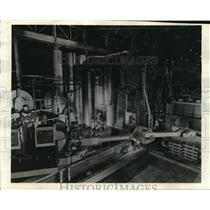 1943 Press Photo Huge machine set-up, dwarfing the men who command it