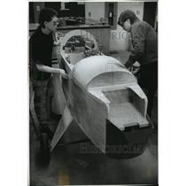 1994 Press Photo Dan Scholz & Adam Pfaff sand a section of ultralight's cockpit