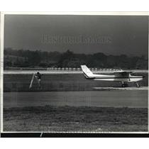 1989 Press Photo A plane at Crites Field - mja21582