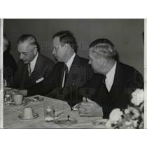 1942 Press Photo Charles E. Lindbergh, A.J. Fisher, Clarence W. Avery in Detroit