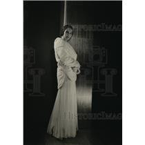 1930 Press Photo evening ermine coat with split hemline from Jay Thorpe store NY