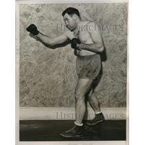 1935 Press Photo full length view of boxer Paulino Uzcudun in fighting pose