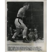 1947 Press Photo Gus Lesnevich stands over Tami Mauriello in a boxing match.