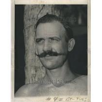 1945 Press Photo Pfc Art Whittier Fuzzpuss Marine Beard