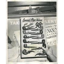 1964 Press Photo Pigeon In Shot Ben's Cigar Camera Shop
