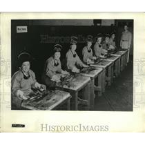 1942 Press Photo Train First Women for Atomic Hydrogen Arc Wedling - ney19413