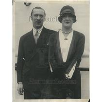 1926 Press Photo Constance Talmadge Mackintosh Separate