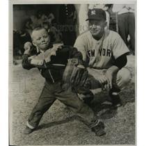 1955 Press Photo Eddie Lopat, jr. shows pitching form to father, Eddie Lopat.