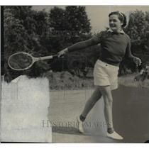 1937 Press Photo Mrs. Frederick Millard playing tennis at Oak Lodge Tennis club