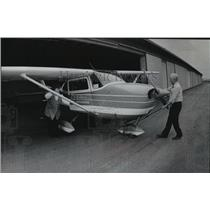 1979 Press Photo Clair J. Wilson with daughter Linda, at Waukesha Airport