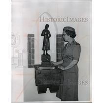 1962 Press Photo Mrs. Paul Jacobi standing beside a drinking fountain