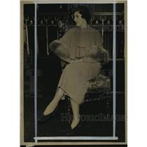 1932 Press Photo Mrs. Martineau posing on a chair posing for Fashion Preview