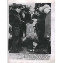 1954 Press Photo Longshoreman Found Ground Police Frank